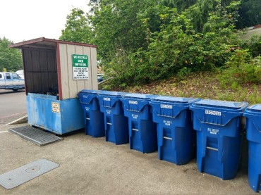 A top notch recycling center at the marina!